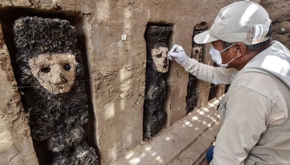 Las esculturas, cada una de 70 centímetros de altura, aproximadamente, y unos 800 años de antigüedad, habrían cumplido la función de guardianes. (Foto: AFP)