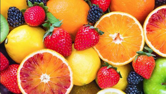La nutricionista Carla Torres explica que es un mito que esté mal comer frutas de noche.
