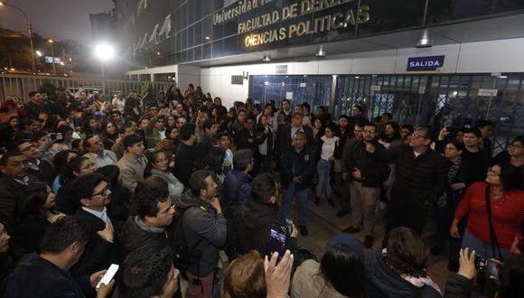 Alumnos y docentes de la UIGV realizaron un plantón en protesta por el cierre de la universidad dispuesto por la Sunedu. (Foto:  Anthony Niño de Guzmán / GEC)