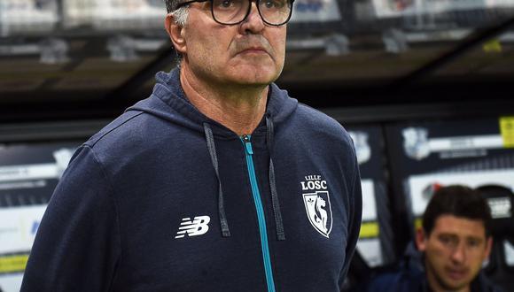 """De acuerdo con el periódico """"L'Équipe"""", el entrenador argentino Marcelo Bielsa tenía un contrato oculto que le garantizaba el cobro total de su sueldo en caso de un despido. (Foto: AFP)"""