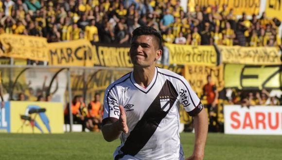 El delantero uruguayo Jonathan Dos Santos llegó a Lima para incorporarse a las prácticas del equipo merengue. (Foto. AP)