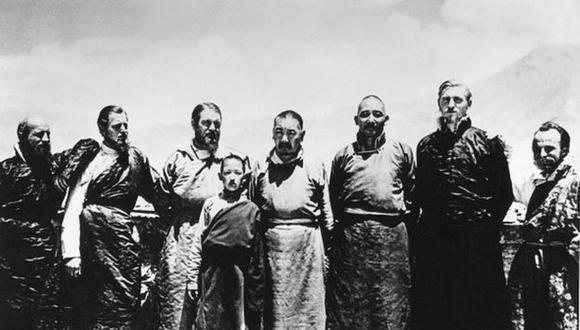 Ernst Schafer (tercero desde la izquierda) en el Tíbet en 1939. ULLSTEIN BILD DTL/GETTY IMAGES