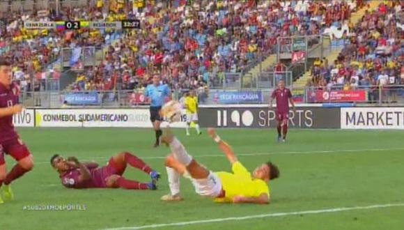 Ecuador vs. Venezuela: Leonardo Campana y la genial pirueta para el 2-0. | Foto: Captura
