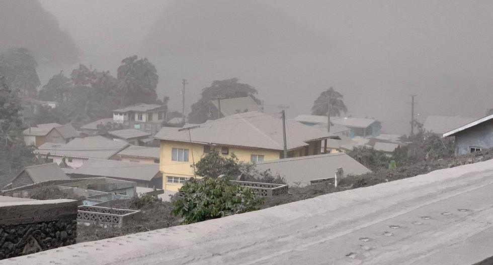 Saint Vincent: Thick layers of ash cover the Caribbean island after the eruption of La Soufriere Volcano