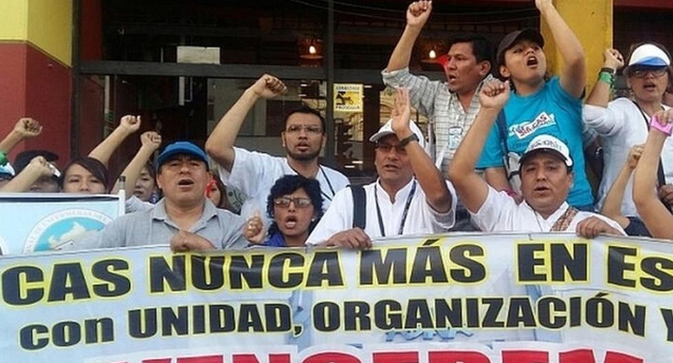 Trabajadores de Essalud se enfrentaron a PNP frente al Congreso - 4