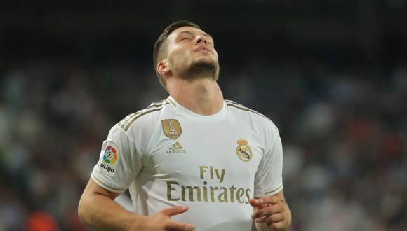 Diario de Serbia publicó aparente razón que provocó la lesión de Luka Jovic, delantero del Real Madrid. (Foto: EFE)