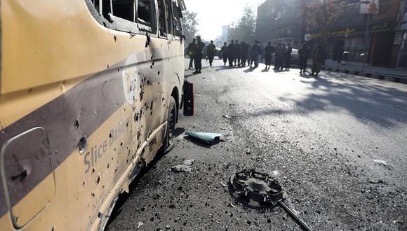 Las fuerzas de seguridad afganas acordonan la zona de un ataque con cohetes en Kabul, Afganistán, el 21 de noviembre de 2020. (EFE / EPA / Jawad Jalali).
