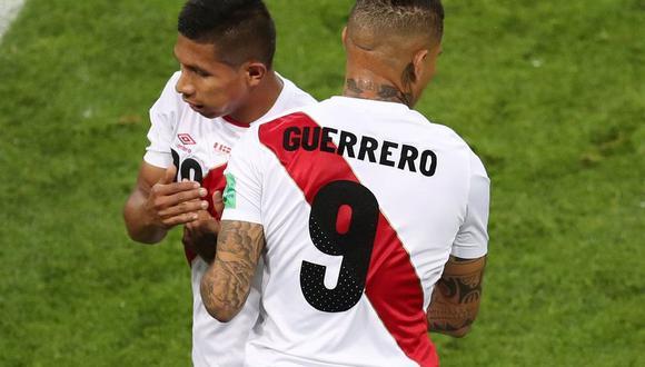 Paolo Guerrero tomó el en lugar de Edison Flores en el minuto 62 del partido entre la selección peruana y Dinamarca en el Mordovia Arena de Saranks. (Foto: Reuters)