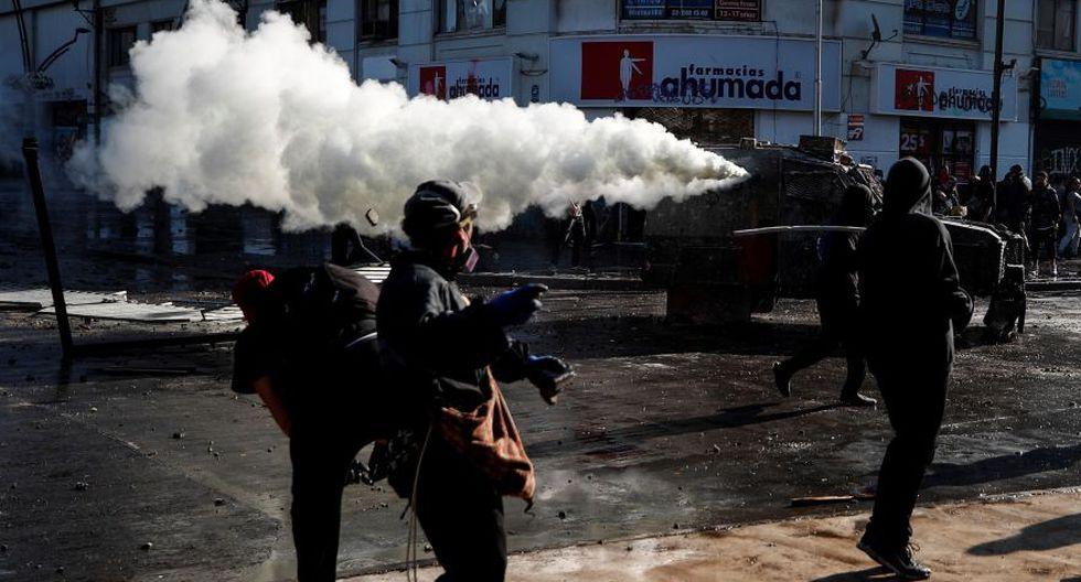 Los agentes los repelieron con carros lanza agua y gases lacrimógenos. (Foto: EFE)