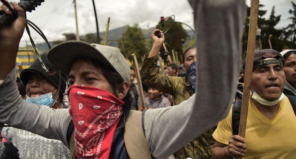 Los indígenas marchan en Quito para protestar contra el fuerte aumento en los precios del combustible provocado por la decisión del presidente Lenín Moreno de eliminar los subsidios en Ecuador. (AFP / RODRIGO BUENDIA).
