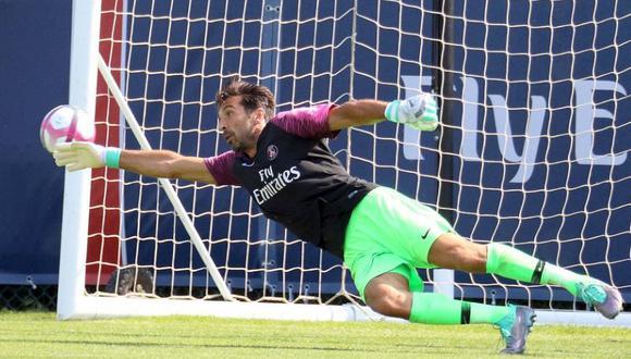 Buffon debutó con el PSG en duelo amistoso y le anotaron cuatro goles. (Foto: AFP)