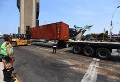 Container bloquea tránsito vehicular en óvalo de 28 de Julio tras volcadura de tráiler | VIDEO