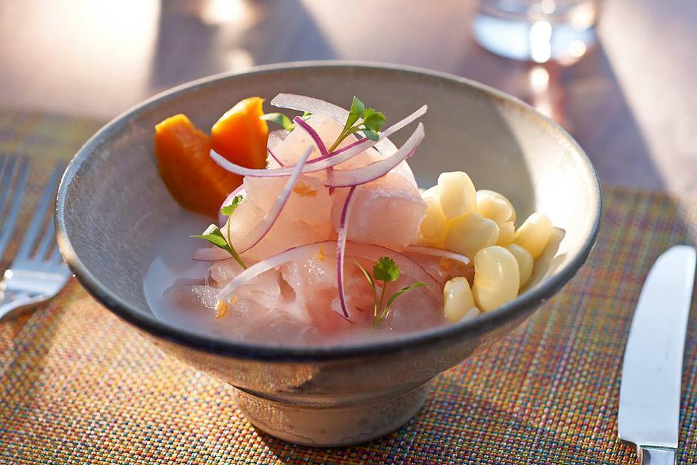 La Mar By Gastón Acurio, Miami. ¿Los platos más pedidos? Cebiches, tiraditos, causas y anticuchos. El chef limeño Diego Oka es el encargado de esta sede.