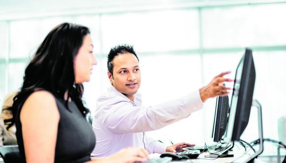 Los programas en línea brindan a los profesionales flexibilización del espacio y tiempo para aprender desde cualquier lugar.