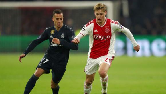 De Jong contra Lucas Vázquez, por los octavos de final de la Champions League. (Foto: EFE)