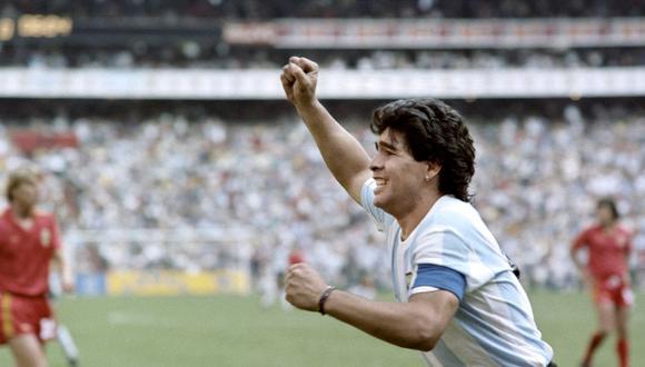 Diego Maradona, el barrilete cósmico que sacó campeón del mundo a la selección argentina en México 1986. (Foto: AFP)
