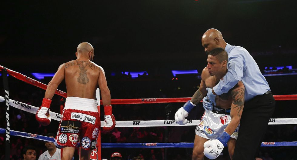 Jonathan Maicelo cayó en el segundo round ante el veterano mexicano Raymundo Beltrán. Un gancho de izquierda impactó en el púgil nacional. (Foto: AFP)