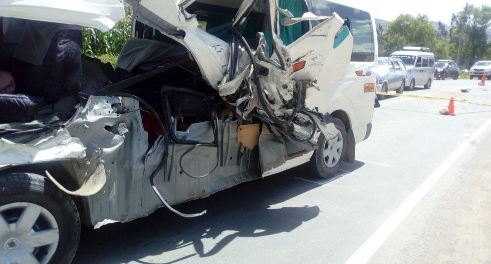 Conductor y pasajeros de la combi fueron trasladados a los hospitales de Huaraz y Yungay. (Foto: Cortesía PNP)