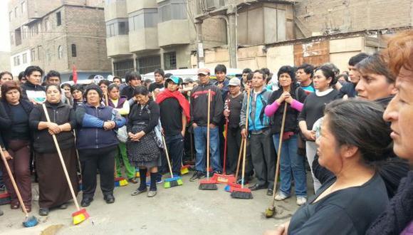Minoristas de ex mercado La Parada realizaron plantón