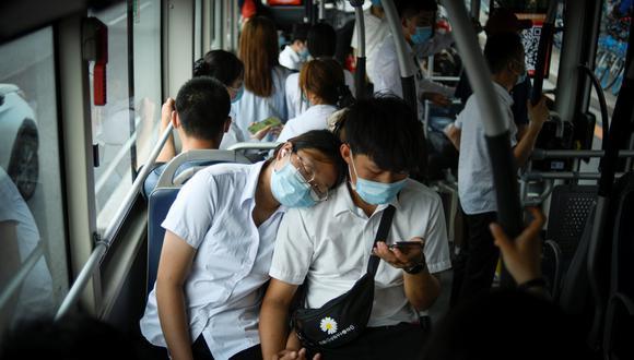 El estudio analiza lo sucedido en un autobús con mala ventilación. (Foto referencial: WANG ZHAO / AFP)