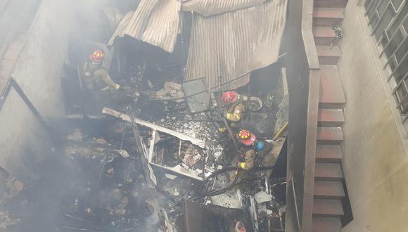 Incendio se registró en una vivienda ubicada en el Jr. Marcelino Varela, a la altura de la cuadra 9 de la Av. Canadá. (Foto: Lino Chipana /GEC)