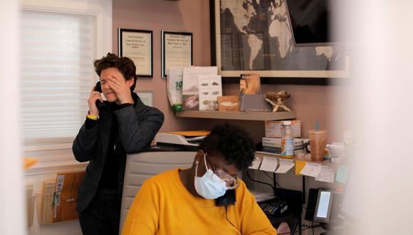 Desde la llegada del nuevo coronavirus, miles de empresas han tenido que optar por el trabajo remoto o el teletrabajo, para seguir funcionando. (Foto: Reuters)
