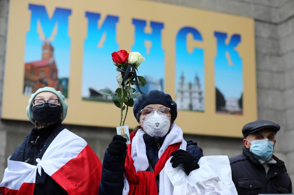 Los jubilados de Bielorrusia se reúnen para protestar contra los resultados de las elecciones presidenciales en Minsk. (Stringer / AFP)