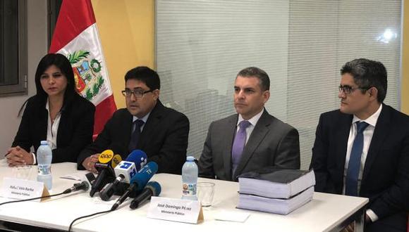 Tras la firma del acuerdo, los procuradores Silvana Carrión y Jorge Ramírez participaron en una conferencia de prensa junto a los fiscales del equipo especial Rafael Vela y José Domingo Pérez. (Foto: Procuraduría)