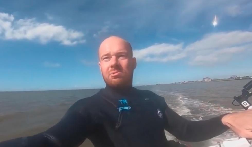 Capta un meteorito a sus espaldas mientras se graba haciendo kitesurf. El video es viral en redes sociales. (YouTube)