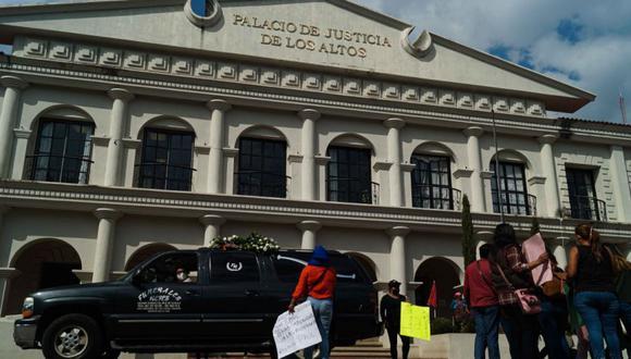 Mujeres protestan contra un hombre que presuntamente asesinó a golpes a un bebé de dos años este jueves, por las calles de San Cristóbal de las Casas, en el estado de Chiapas. (Foto: EFE/Carlos López).