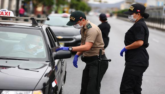 Con relación a la emisión de los pases vehiculares, la ministra aseveró que en los siguientes días el Ministerio del Interior informará sobre el proceso para su obtención. (Foto: Hugo Curotto/GEC)