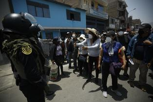 Comerciantes de 'La Cachina' rechazan clausura definitiva del mercado