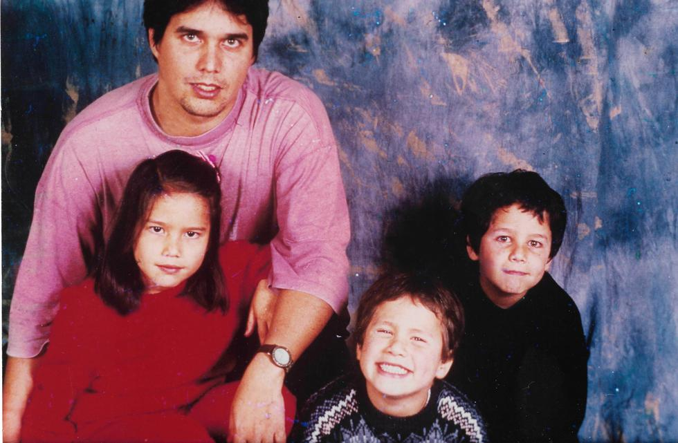 """El director de cine Sandro Ventura y sus hijos Macarena, Alain y Sandro. Su historia real sirve de base para la película """"Papá x tres"""" a estrenarse el 12 de setiembre."""