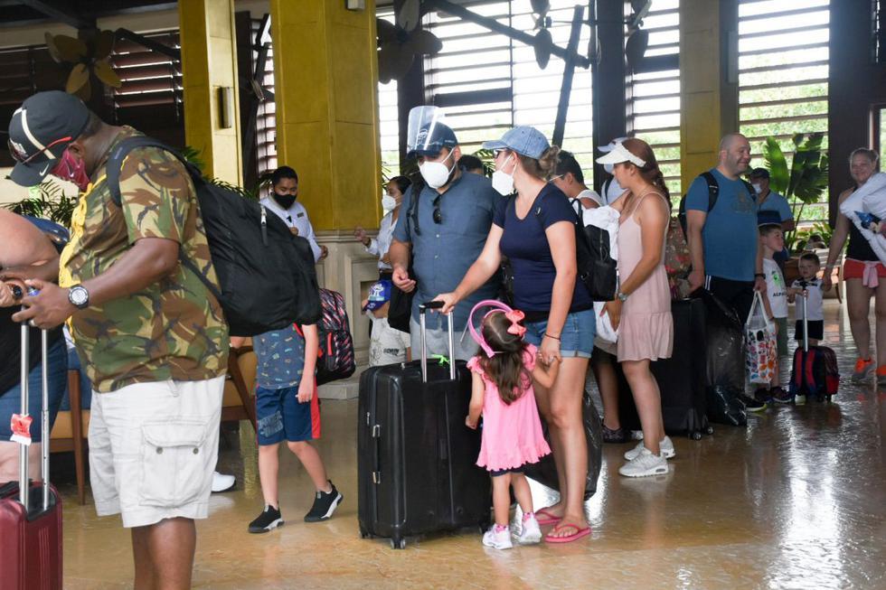 Unos 41.000 turistas han sido evacuados de hoteles de Cancún, México, antes de la llegada del huracán Delta. (Foto: ELIZABETH RUIZ / AFP).