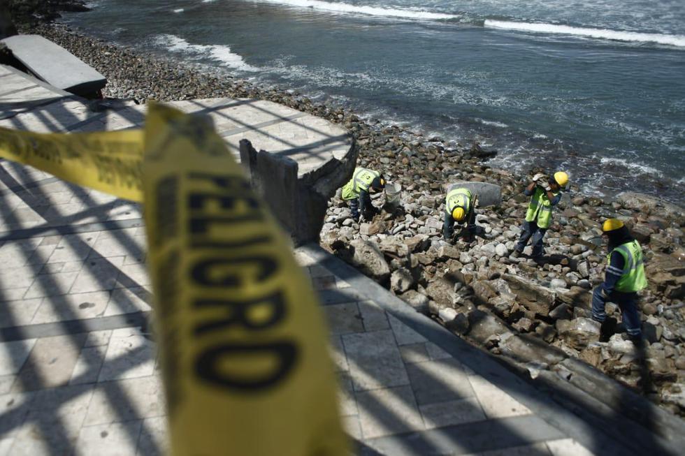 Las estructuras del malecón de la playa La Herradura, ubicado en el distrito de Chorrillos, presentan graves daños debido al fuerte oleaje en la zona. (Foto: Joel Alonzo/GEC)
