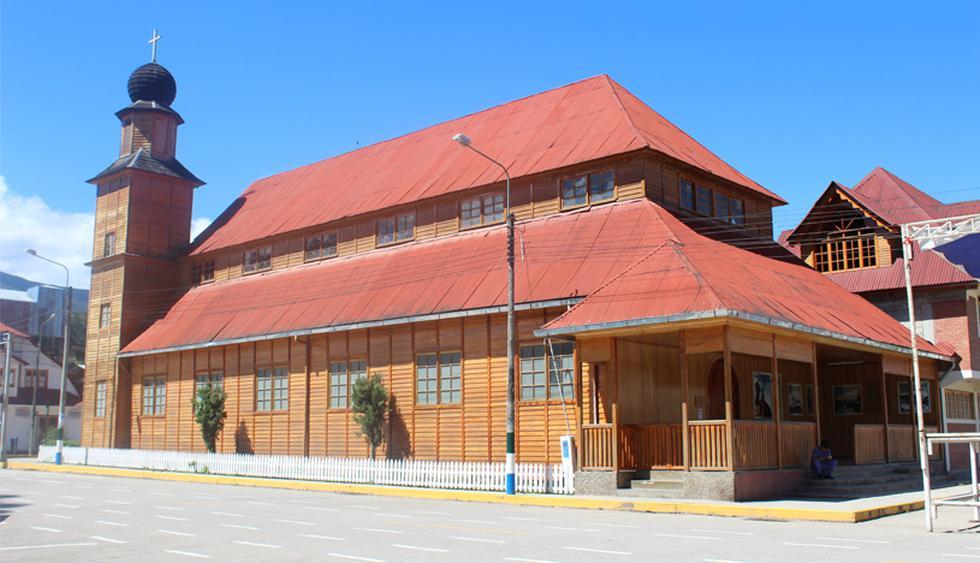 Esta arquitectura también se presente en los edificios públicos. En la imagen, la iglesia principal de Oxapampa, ubicada en la Plaza de Armas. (Foto: El Comercio)