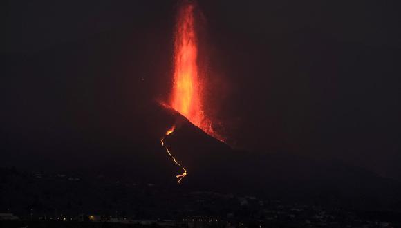 Vista de la erupción del volcán Cumbre Vieja en La Palma el 26 de septiembre del 2021. (EFE/ Ángel Medina G.).
