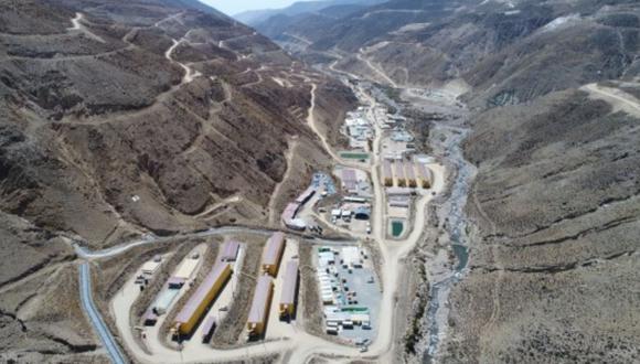 En el 2019 Sacyr materializó su ingreso al sector minero en nuestro país. En consocio con Ajani ganó un proyecto para encargarse de la construcción del chancador primario, correa transportadora y edificio e instalaciones del taller de camiones de la mina Quellaveco en Moquegua.