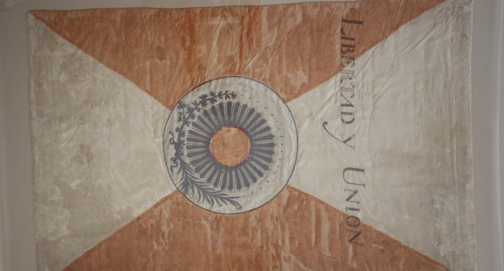Estandarte nacional de 1820, es el más antiguo que se conserva en el Museo Nacional de Arqueología, Antropología  e Historia del Perú. Su diseño responde al creado por San Martín el 21 de octubre de 1820. (Foto: Miguel Bellido / El Comercio)