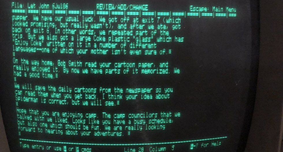 Un docente encontró su vieja Apple IIe guardada hace varias décadas en el ático de sus padres y grande fue su sorpresa al ver que aún funcionaba. (Fotos: @JohnFPfaff en Twitter)
