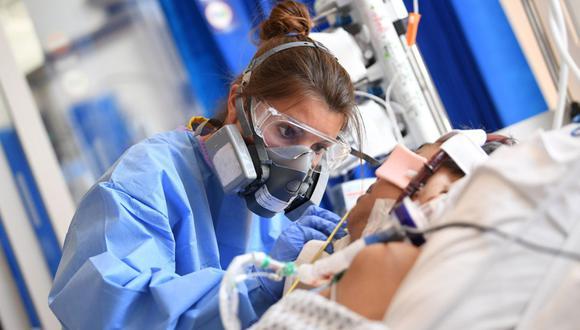 El número de hospitalizados por coronavirus en Inglaterra supera el pico de la primera ola de la pandemia. (Neil HALL / POOL / AFP).