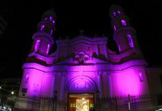 Piura: iluminan de morado la catedral en honor al Señor de los Milagros