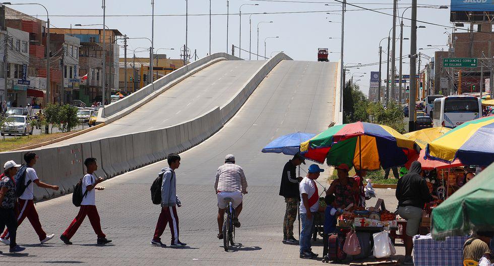 Especialistas han advertido una serie de observaciones y fallas en esta avenida que costó 95 millones y que fue gestionada por el ex gobernador Reynaldo Hilbck. (Foto: Ralph Zapata / El Comercio).