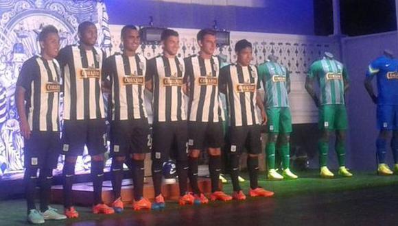Alianza Lima presentó su nueva camiseta para el 2015 (FOTOS)