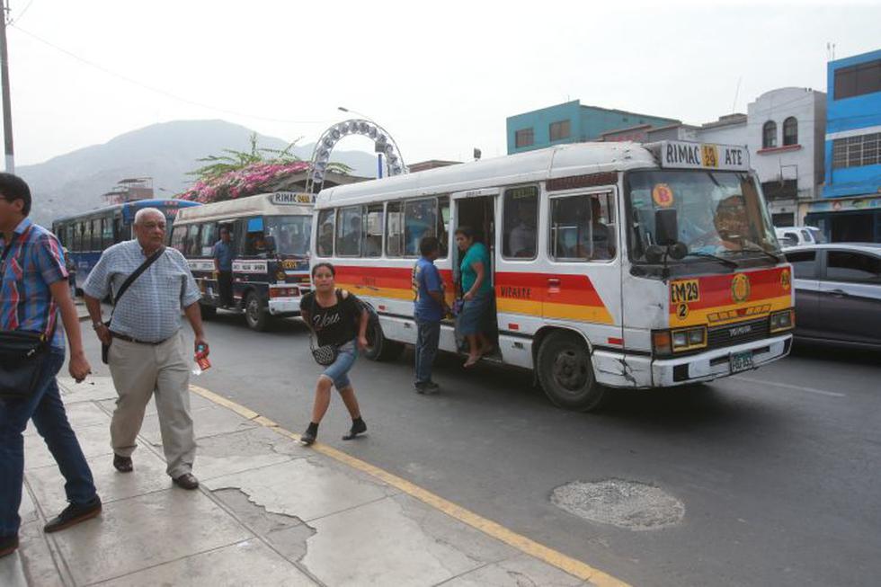 Corredores complementarios: largas colas por retiro de buses - 6