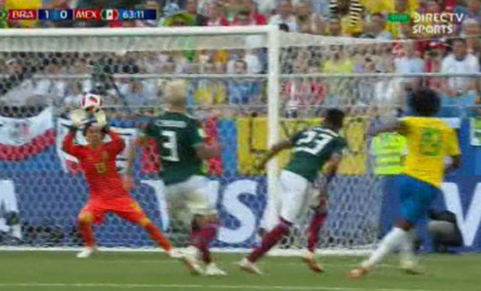 El 'Memo' Ochoa le quitó el gol a Willian en el México vs. Brasil