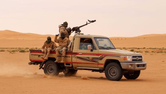 Soldados de Níger patrullan en el desierto de Iferouane el 12 de febrero de 2020. (Foto de archivo / Souleymane Ag Anara / AFP).