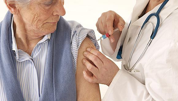 La vacunación en adultos mayores es fundamental. (Foto: Difusión)