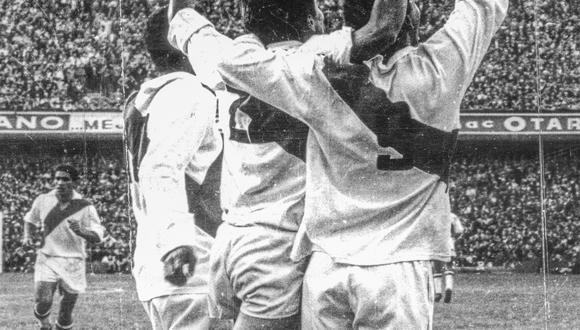 BUENOS AIRES, 31 DE AGOSTO DE 1969SELECCION PERUANA DE FUTBOL EN EL ESTADIO DE LA BOMBONERA.FOTO: EL COMERCIO