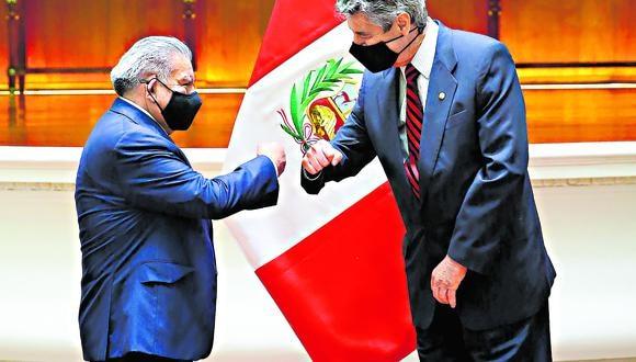El mandatario recibió en Palacio al presidente de Alianza para el Progreso, César Acuña. (Foto: Presidencia)